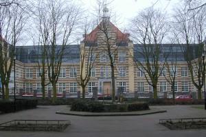 Heerlen, burgemeester De Hesselleplein, verbouwing school naar appartementen en kantoor